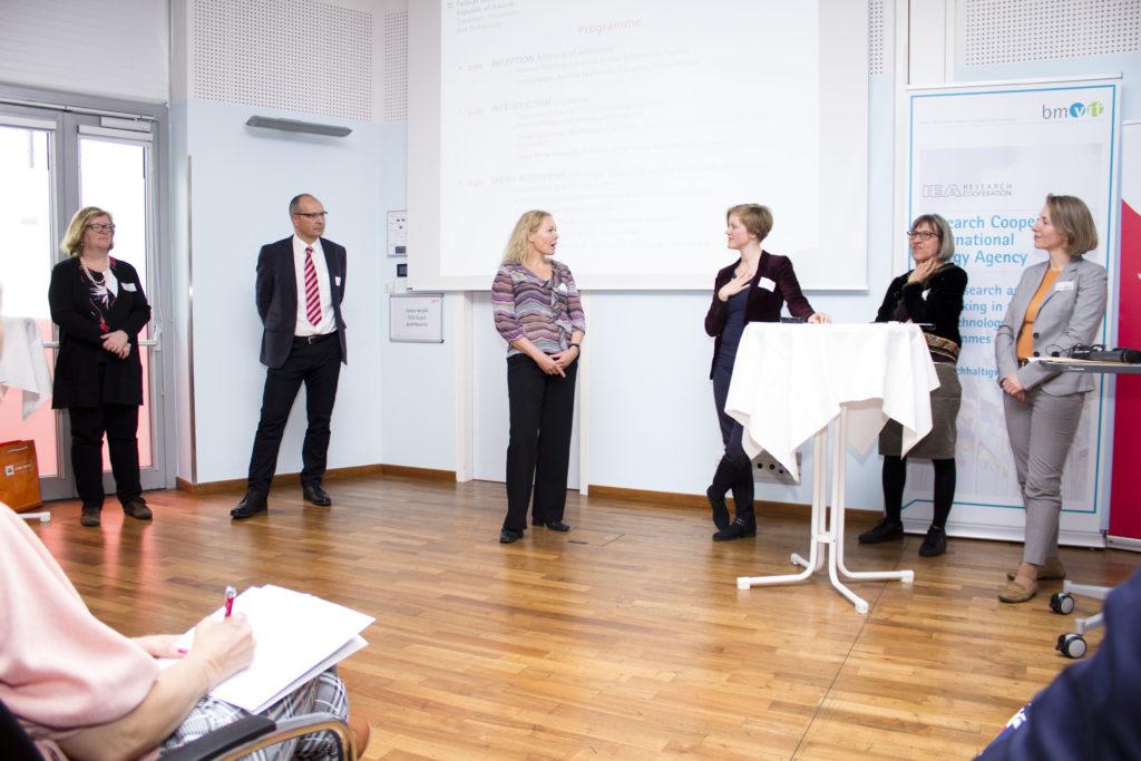 Short Interviews: Christine Lins (Global Women's Network for the Energy Transition), Roman Schmid (BIOENERGY + GmbH), Margaretha Spencer (AEE - Institut für Nachhaltige Technologien), Astrid Reinprecht (ÖGUT), Andrea Grabher (WIMEN Network), Gudrun Senk (Wien Energie GmbH) © Petra Blauensteiner/ÖGUT